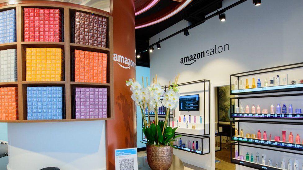 Amazon Salon obre una perruqueria a Londres Els clients podran provar diferents colors del cabell en un mirall de realitat augmentada